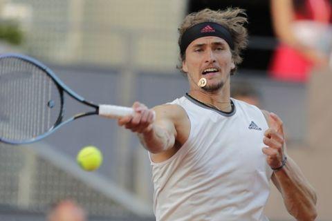 Ο Αλεξάντερ Σβέρεφ στην αναμέτρηση με τον Ντάνιελ Έβανς για το Madrid Open