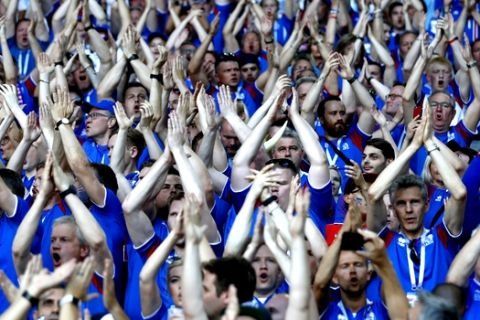 Iceland fans perform their famous 'hu'-chant prior to the group D match between Argentina and Iceland at the 2018 soccer World Cup in the Spartak Stadium in Moscow, Russia, Saturday, June 16, 2018. (AP Photo/Matthias Schrader)