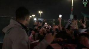 """Αποθέωση Αντετοκούνμπο από Έλληνες ομογενείς στην """"Oracle Arena"""""""
