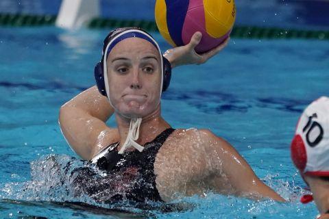 Η Μακέντι Φίσερ των ΗΠΑ στη διάρκεια του αγώνα με τον Καναδά