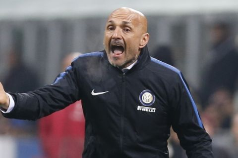 Inter Milan coach Luciano Spalletti shouts instructions during an Italian Serie A soccer match between AC Milan and Inter Milan, at the San Siro stadium in Milan, Italy, Wednesday, April 4, 2018. (AP Photo/Antonio Calanni)