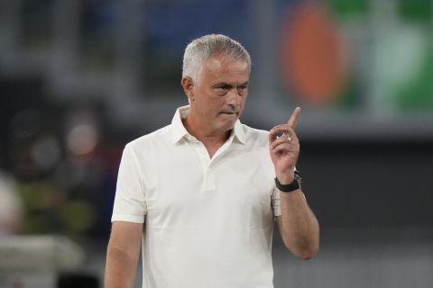 Ο Ζοζέ Μουρίνιο στον πάγκο της Ρόμα σε φιλικό αγώνα πρωταθλήματος με την Raja Casablanca| 14 Αυγούστου 2021