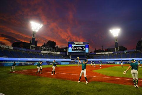 Παίκτριες της Αυστραλίας πριν από τον αγώνα με το Μεξικό για τη φάση των ομίλων του τουρνουά σόφτμπολ στους Ολυμπιακούς Αγώνες 2020, Τόκιο   Δευτέρα 26 Ιουλίου 2021