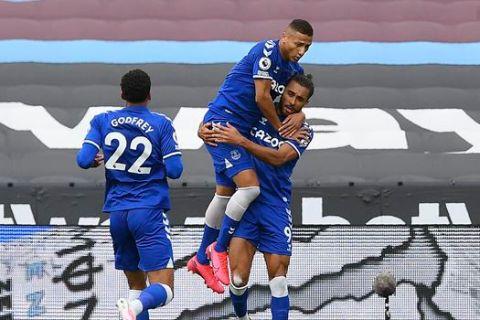 """Ο Ντόμινικ Κάλβερτ Λιούιν της Έβερτον πανηγυρίζει γκολ που σημείωσει κόντρα στη Γουέστ Χαμ για την Premier League 2020-2021 στο """"Λόντον Στέιντιουμ"""", Λονδίνο   Κυριακή 9 Μαΐου 2021"""
