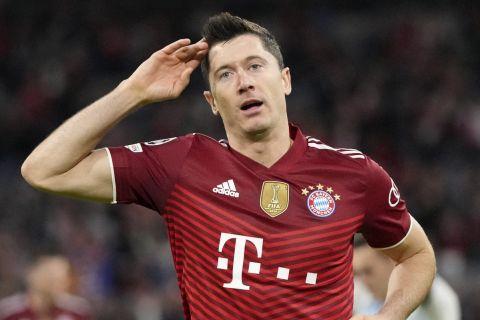 """Ο Ρόμπερτ Λεβαντόβσκι της Μπάγερν πανηγυρίζει γκολ που σημείωσε κόντρα στην Ντινάμο Κιέβου για τη φάση των ομίλων του Champions League 2021-2022 στο """"Λουζ"""", Λισαβόνα   Τετάρτη 29 Σεπτεμβρίου 2021"""