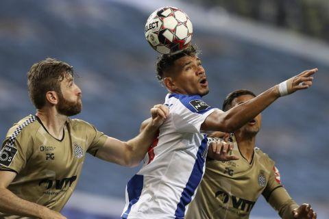 Ο Τικίνιο μάχεται για την μπάλα στο Πόρτο - Μποαβίστα