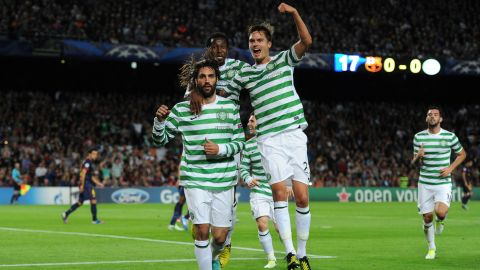 BARCELONA, SPAIN - OCTOBER 23: Giorgos Samaras (L) of Celtic FC celebrates scoring with his teammates Mikael Lustig (R) and Efe Ambrose during the UEFA Champions League group G match between FC Barcelona and Celtic FC at the Camp Nou stadium on October 23, 2012 in Barcelona, Spain.  (Photo by Jasper Juinen/Getty Images)