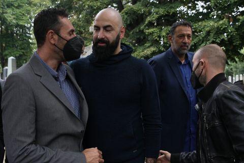 Ο Δήμος Ντικούδης με τον Πέρο Άντιτς στην κηδεία του Ντούσαν Ίβκοβιτς