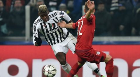 TURIN, ITALY - FEBRUARY 23:  Paul Pogba of Juventus is challenged by Joshua Kimmich of Bayern Muenchen during the UEFA Champions League round of 16, first leg match between Juventus and FC Bayern Muenchen at Juventus Arena on February 23, 2016 in Turin, Italy.  (Photo by Matthias Hangst/Bongarts/Getty Images)