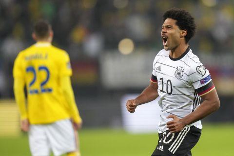 Ο Γκνάμπρι πανηγυρίζει γκολ με την Εθνική Γερμανίας στα προκριματικά του Παγκοσμίου Κυπέλλου κόντρα στη Ρουμανία