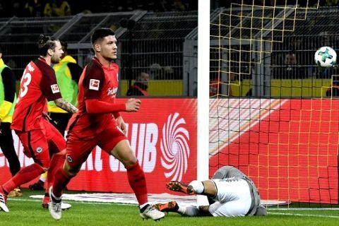 Frankfurt's Luka Jovic, right, scores his side's first goal during the German Bundesliga soccer match between Borussia Dortmund and Eintracht Frankfurt in Dortmund, Germany, Sunday, March 11, 2018. (AP Photo/Martin Meissner)