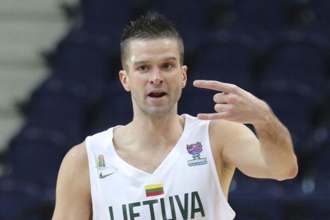 Ο Μάντας Καλνιέτις με τη φανέλα της Εθνικής Λιθουανίας