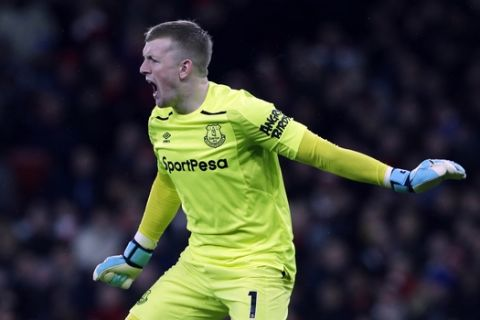 Everton's goalkeeper Jordan Pickford urges his defence up as he prepares to take a goal kick during the English Premier League soccer match between Arsenal and Everton at the Emirates stadium in London, Saturday, Feb. 3, 2018. (AP Photo/Alastair Grant)