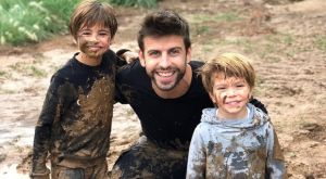 Ο Πικέ σε «λασπομαχία» με τους γιους του και την Σακίρα camerawoman