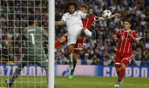 Real Madrid's Marcelo, center left, and Bayern's Thomas Mueller challenge for the ball watched by Real Madrid's goalkeeper Keylor Navas, left, and Bayern's James during the Champions League semifinal second leg soccer match between Real Madrid and FC Bayern Munich at the Santiago Bernabeu stadium in Madrid, Spain, Tuesday, May 1, 2018. (AP Photo/Francisco Seco)