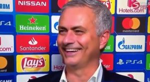Μάντσεστερ Γιουνάιτεντ: Η σπόντα και το σπαρταριστό γέλιο του Μουρίνιο για την FA (VIDEO)