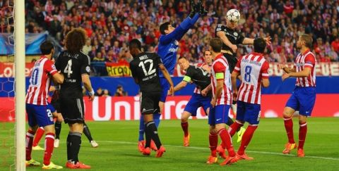 MADRID, SPAIN - APRIL 22:  Thibaut Courtois of Club Atletico de Madrid tries to punch clear as Gary Cahill of Chelsea heads the ball during the UEFA Champions League Semi Final first leg match between Club Atletico de Madrid and Chelsea at Vicente Calderon Stadium on April 22, 2014 in Madrid, Spain.  (Photo by Mike Hewitt/Getty Images)