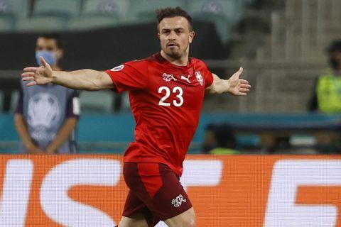 Ο Σακίρι πανηγυρίζει γκολ του στο Ελβετία - Τουρκία για το Euro 2020.