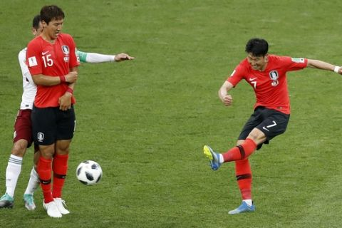 South Korea's Son Heung-min, right, kicks the ball to score his team's first goal during the group F match between Mexico and South Korea at the 2018 soccer World Cup in the Rostov Arena in Rostov-on-Don, Russia, Saturday, June 23, 2018. (AP Photo/Efrem Lukatsky)