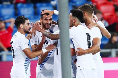 Οι παίκτες της Εθνικής πανηγυρίζουν το γκολ του Παυλίδη