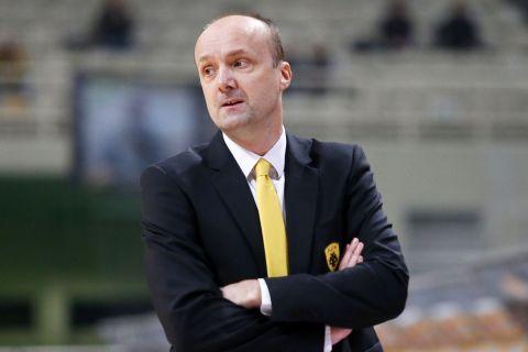 Ο Γιούρι Ζντοβτς στον πάγκο της ΑΕΚ