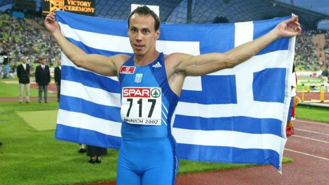 Ο Κώστας Κεντέρης πανηγυρίζει την κατάκτηση του χρυσού μεταλλίου στα 200μ. του Ευρωπαϊκού Πρωταθλήματος ανοιχτού στίβου στο Ολυμπιακό Στάδιο, Μόναχο | Παρασκευή 9 Αυγούστου 2002