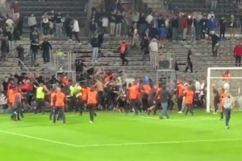 Οπαδοί της Μαρσέιγ συμπλέκονται με φίλους της Ανζέ μετά από το τέλος του αγώνα πρωταθλήματος των δύο ομάδων    22 Σεπτεμβρίου 2022