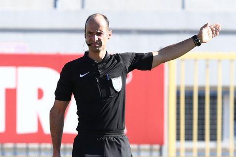 Ο διαιτητής της Super League Interwetten, Καραντώνης