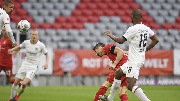 Μπάγερν - Άιντραχτ: Έφτασε τα 27 γκολ ο Λεβαντόβσκι γράφοντας το 3-0 για τους Βαυαρούς
