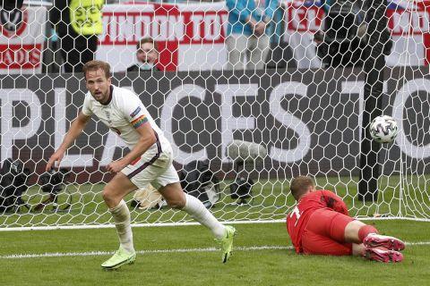 Ο Χάρι Κέιν μόλις έχει σκοράρει για το 2-0 στο 85' του αγώνα Αγγλία - Γερμανία στο Euro 2020