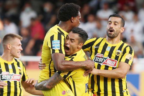 Ο Σέρχιο Αραούχο πανηγυρίζει το γκολ της ΑΕΚ