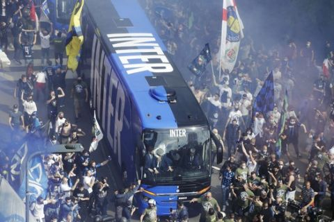 Inter Milan fans celebrate and shout slogans celebrating Inter Milan's Serie A title, as the team's bus arrives prior to the start of a Serie A soccer match between Inter Milan and Sampdoria, at Milan's San Siro stadium, Saturday, May 8, 2021. (AP Photo/Luca Bruno)