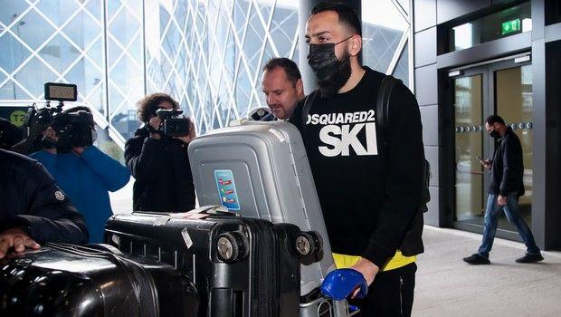 Ο Μήτρογλου κατά την άφιξή του στη Θεσσαλονίκη για λογαριασμό του Άρη