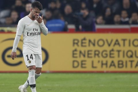 PSG's Juan Bernat leaves the pitch after seeing the red card during the French League One soccer match between OSC Lille and Paris Saint-Germain at Stade Pierre Mauroy in Lille, France, Sunday, April 14, 2019.(AP Photo/Christophe Ena)