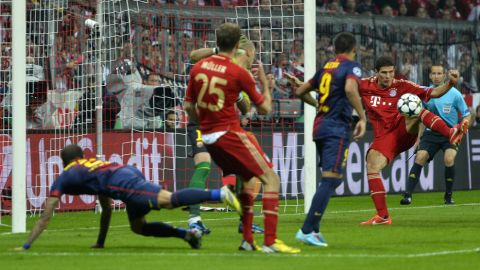 Bayern Munich's striker Mario Gomez (R) scores a second goal during UEFA champions league semi final first leg football match between Bayern Muenchen and FC Barcelona on April 23, 2013 in Munich.  AFP PHOTO / ODD ANDERSEN        (Photo credit should read ODD ANDERSEN/AFP/Getty Images)