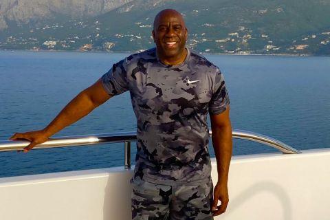 Ο Μάτζικ Τζόνσον στις διακοπές του στην Ελλάδα