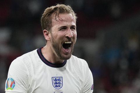 Ο Χάρι Κέιν πανηγυρίζει την πρόκριση της Αγγλίας στον τελικό του Euro 2020
