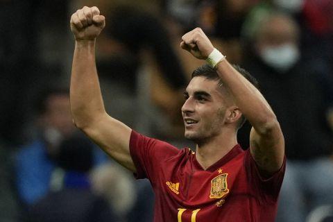 Ο Φεράν Τόρες πανηγυρίζει το γκολ του στο Ιταλία - Ισπανία στα ημιτελικά του Nations League