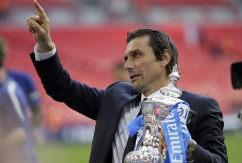 Chelsea head coach Antonio Conte holds the trophy after winning the English FA Cup final soccer match between Chelsea and Manchester United at Wembley stadium in London, Saturday, May 19, 2018. Chelsea defeated Manchester United 1-0. (AP Photo/Tim Ireland)