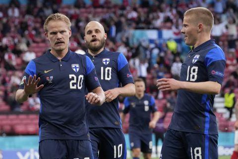 O Τζόελ Πογιάνπαλο πανηγυρίζει το γκολ της Φινλανδίας που της χάρισε τη νίκη επί της Δανίας στην πρεμιέρα του Euro 2020 (12 Ιουνίου 2021)