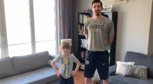 Ντε Κολό: Κάνει γυμναστική μαζί με την κόρη του