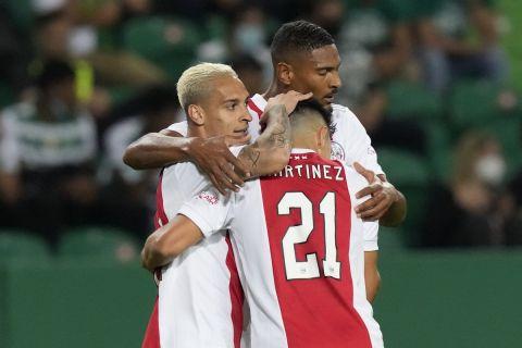 Οι παίκτες του Άγιαξ πανηγυρίζουν γκολ εις βάρος της Σπόρτινγκ Λισσαβώνας για την πρεμιέρα του Champions League   18 Σεπτεμβρίου 2021