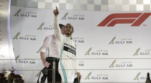 GP Μπαχρέιν: Νίκη Χάμιλτον στο θρίλερ της Ferrari
