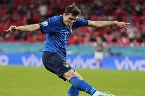 Ο Κίεζα σουτάρει για το 1-0 στο Ιταλία - Αυστρία στη φάση των 16 του Euro 2020.
