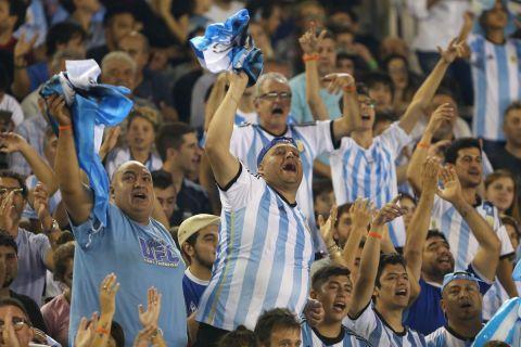 Οι φίλαθλοι της εθνικής Αργεντινής στο Μονουμεντάλ