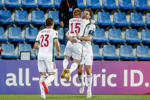 Οι παίκτες της Ουγγαρίας πανηγυρίζουν γκολ που σημείωσαν