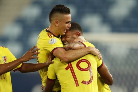 Colombia's Edwin Cardona, , right, celebrates with teammates after scoring his side's opening goal against Ecuador during a Copa America soccer match at Arena Pantanal stadium in Cuiaba, Brazil, Sunday, June 13, 2021. (AP Photo/Bruna Prado)