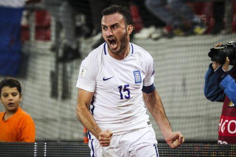 Ο Βασίλης Τοροσίδης πανηγυρίζει με τη φανέλα της Εθνικής στο Μουντιάλ του 2018