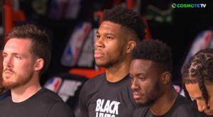 Μπακς – Σέλτικς: Γονάτισαν πριν από το τζάμπολ του ντέρμπι
