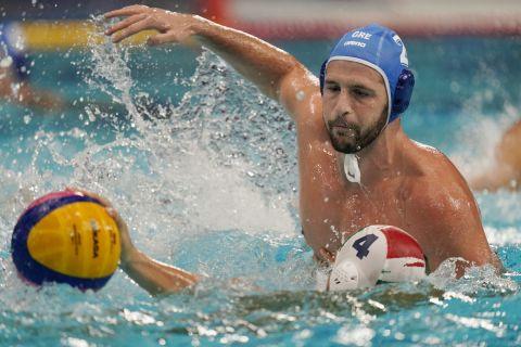 Ο Ντίνος Γενηδουνιάς σε στιγμιότυπο από τον αγώνα με την Ουγγαρία στους Ολυμπιακούς Αγώνες του Τόκιο